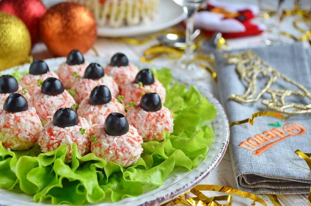 "salat zakuska quotyolochnie sharikiquot 462297 - Salad-appetizer ""Christmas tree balls"""