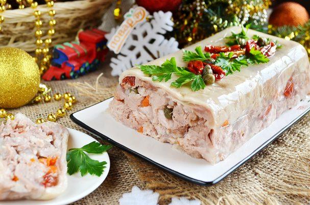 terrin iz svinoi rulki s kapersami i vyalenimi tomatami 468420 - Terrine of pork shank with capers and sun-dried tomatoes