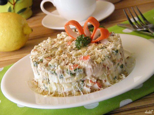 salat iz krabovih palochek i pecheni treski 238491 - Salad of crab sticks and cod liver