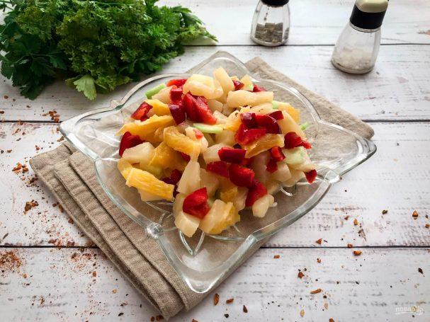 Салат с ананасами и апельсинами