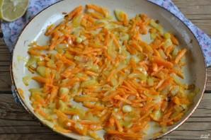 Запеченная скумбрия в фольге с морковью - фото шаг 4