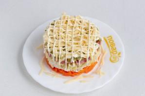 Салат с курицей и колбасой - фото шаг 8