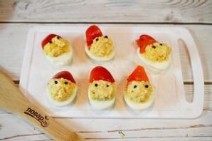 """Фаршированные яйца """"Дед мороз"""" - фото шаг 7"""