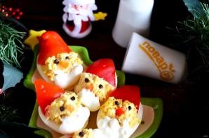 """Фаршированные яйца """"Дед мороз"""" - фото шаг 8"""