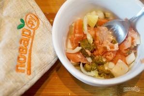 Норвежский салат с лососем на хлебе - фото шаг 4