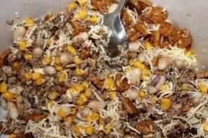 Салат из шпрот с сухариками - фото шаг 9