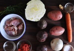 گوشت جدا از تاس و برش مکعب. آن را به سوپ بازگردانید