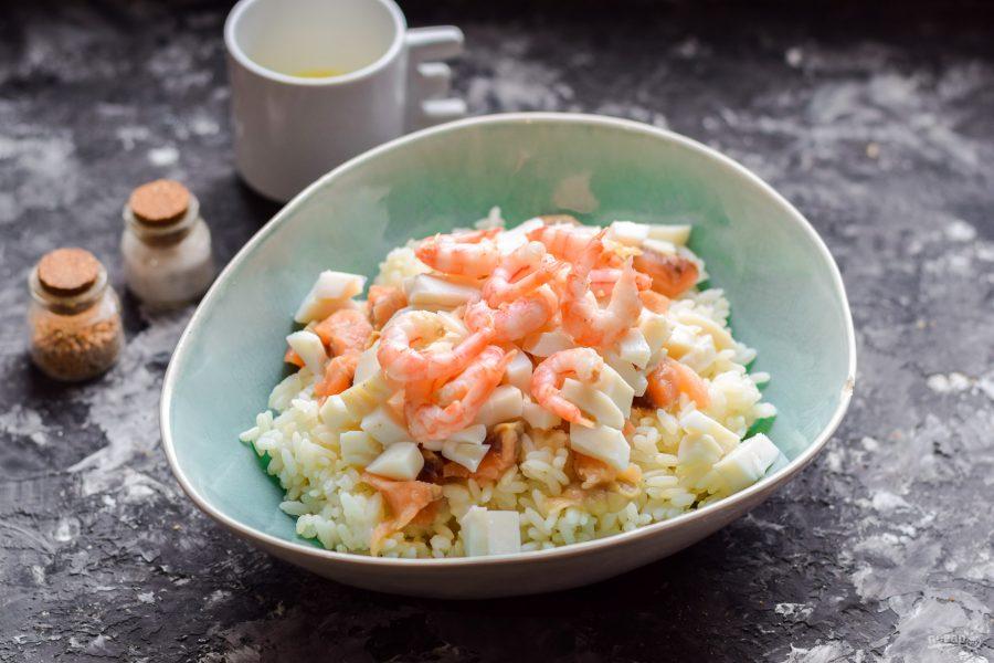 Салат с рисом и морепродуктами