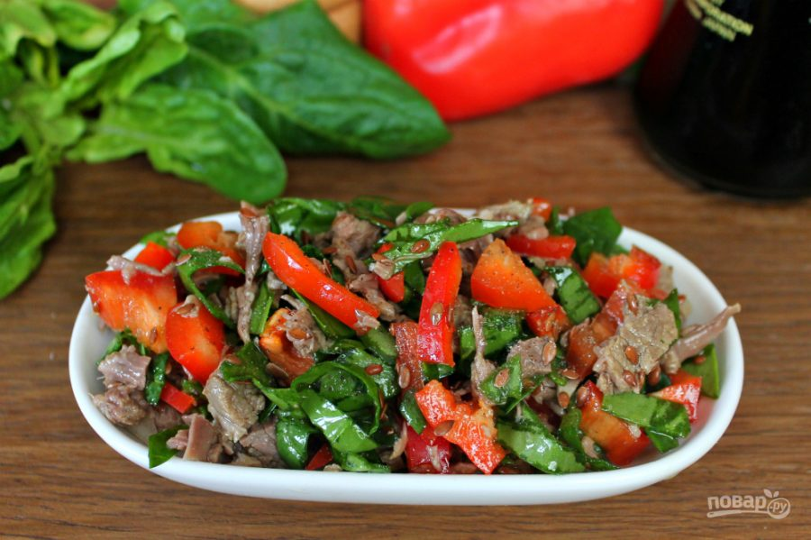 Салат с мясом и соевым соусом