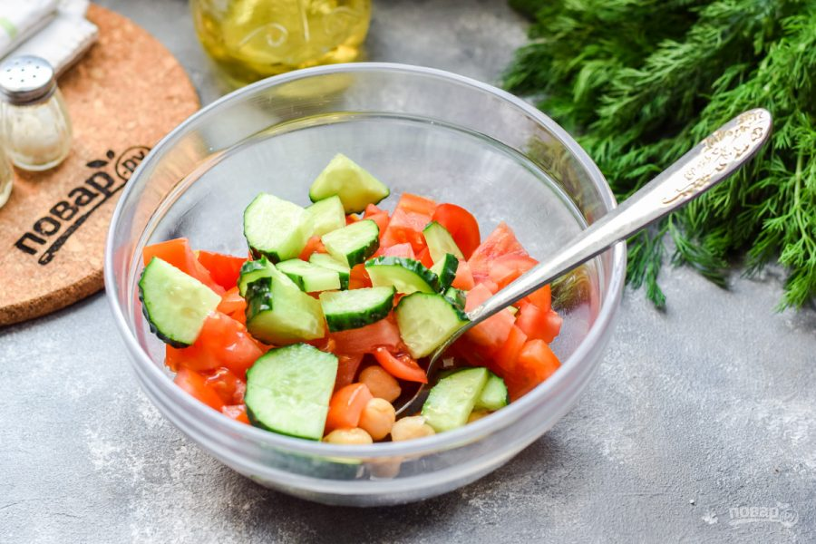 Салат с нутом и тунцом