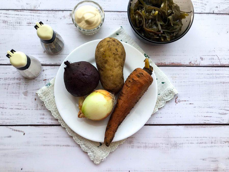 Салат с морской капустой и свеклой
