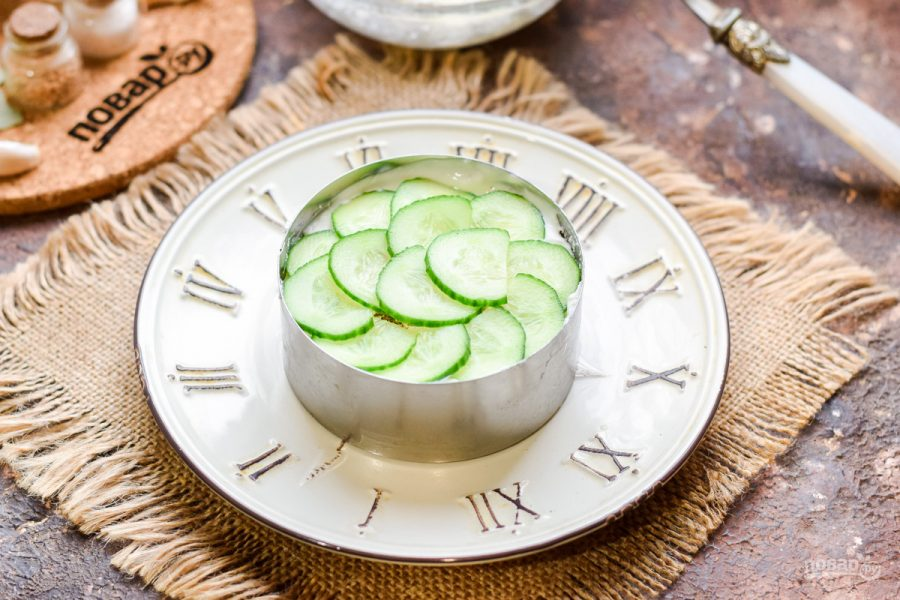 Слоеный салат с семгой и рисом