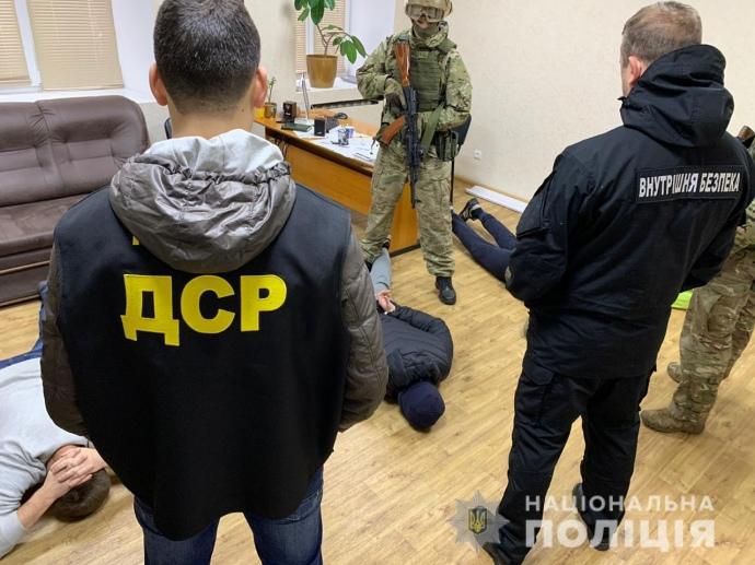 Батько з синами організували банду у Запорізькій області. Відео