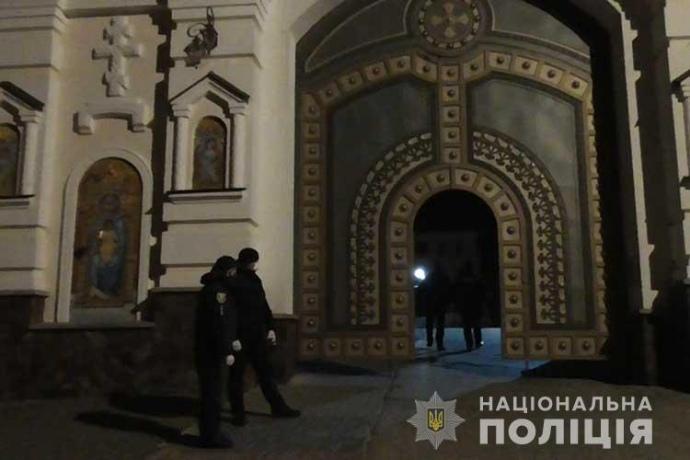 Поліція пропустила вірян МП у Почаївську лавру попри карантин