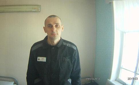 Денісова показала свіжі фото Сенцова