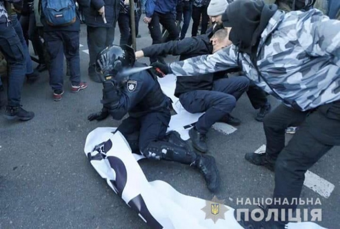 Поліція готує підозри: у сутичках під ВР сильно постраждав нацгвардієць