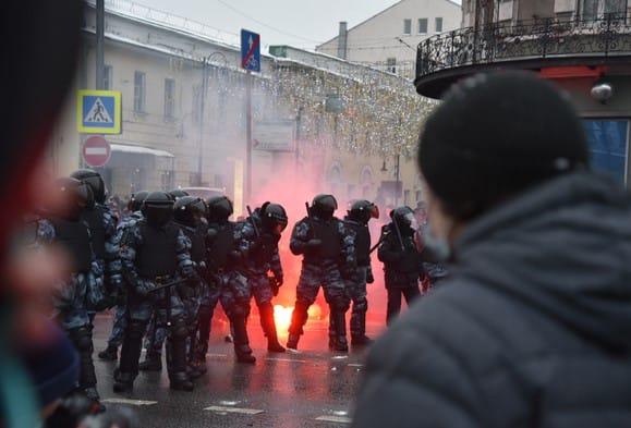 РФ трясе: в Москву стягнули бронетехніку