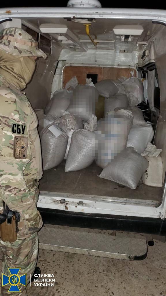 СБУ блокувала масштабний канал контрабанди обробленого бурштину