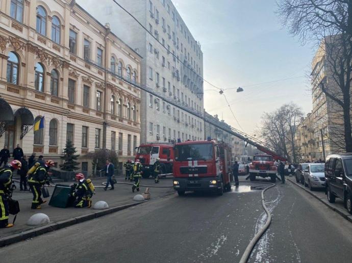 Пожежа у Мінкульті: проводиться евакуація