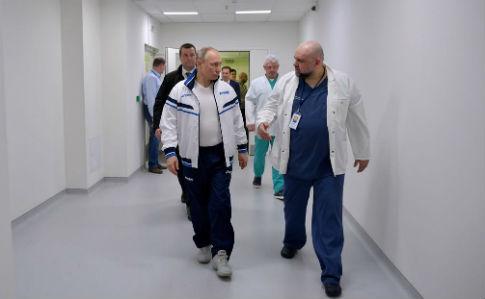 До Путіна підкрадається коронавірус : заразився лікар, який показував йому спецлікарню