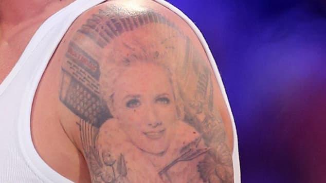 so sieht florian silbereisens tattoo