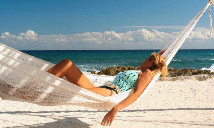 Somn pe plaja
