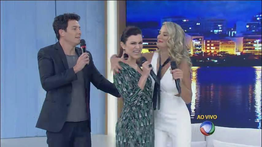 O trio recebeu a atriz Adriana Garambone, sucesso na novela Os Dez Mandamentos, para um papo descontraído> Acesse o R7 Play e assista na íntegra a todos os programas da Record! Clique e experimente!