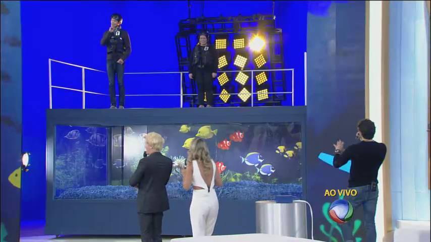 Os apresentadores escolheram três pessoas da plateia para a brincadeira do alçapão> Acesse o R7 Play e assista na íntegra a todos os programas da Record! Clique e experimente!