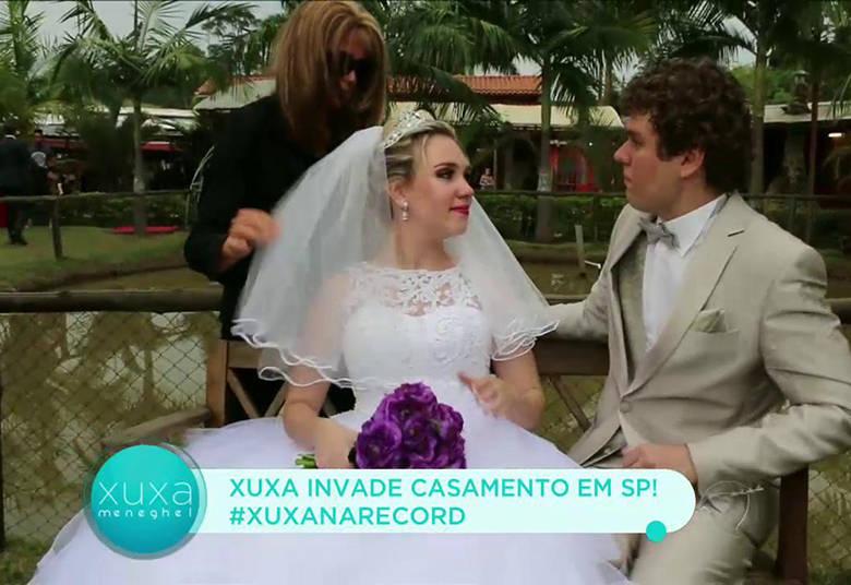 Karina ficou muito feliz com o vídeo, mas o melhor ainda estava por vir! Como fotógrafa, Xuxa arrumou a noiva para fazer algumas imagens> Acesse o R7 Play e assista na íntegra a todos os programas da Record! Clique e experimente!