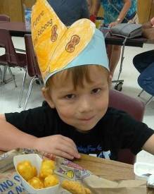 Ryland Ward, de cinco anos de idade, foi atingido por quatro tiros e teve de ser submetido a uma cirurgia