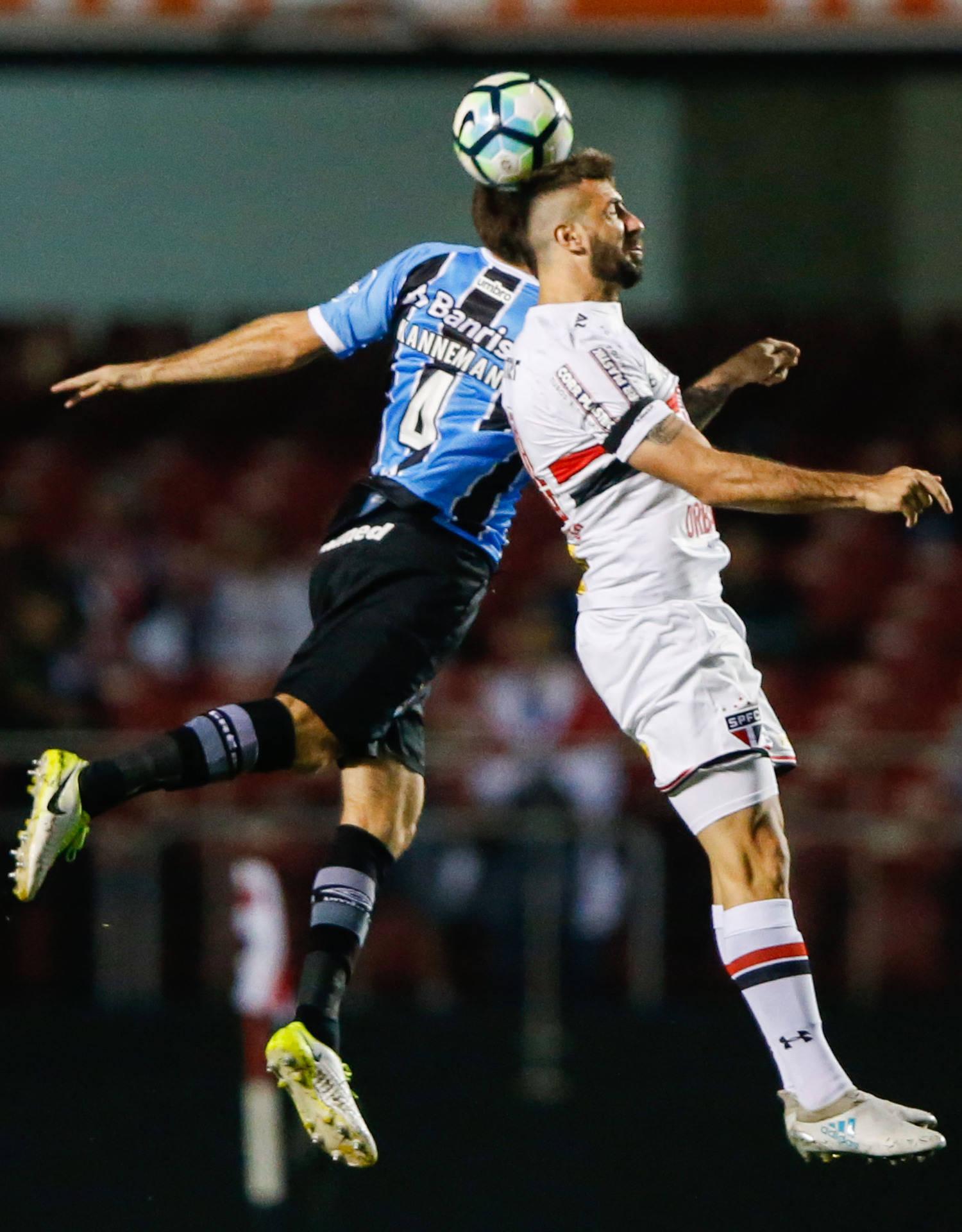 Grêmio e São Paulo fazem duelo importante