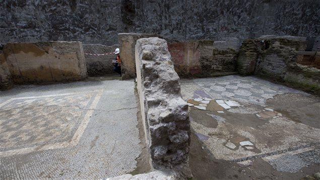 Le sol des pièces est recouvert de mosaïques.