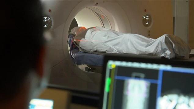 Passage d'un corps dans le scanneur