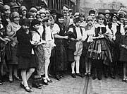 Arrivé du Choeur Bakulé à Paris en 1929