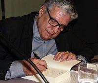 Humberto López y Guerra firma autógrafos en Madrid