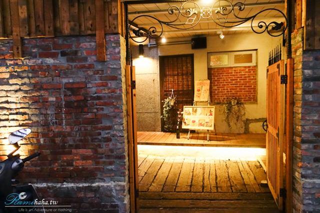 台北咖啡廳-Wine Cafe-門口一景-品酒推薦場地-位於大安區-大安站附近