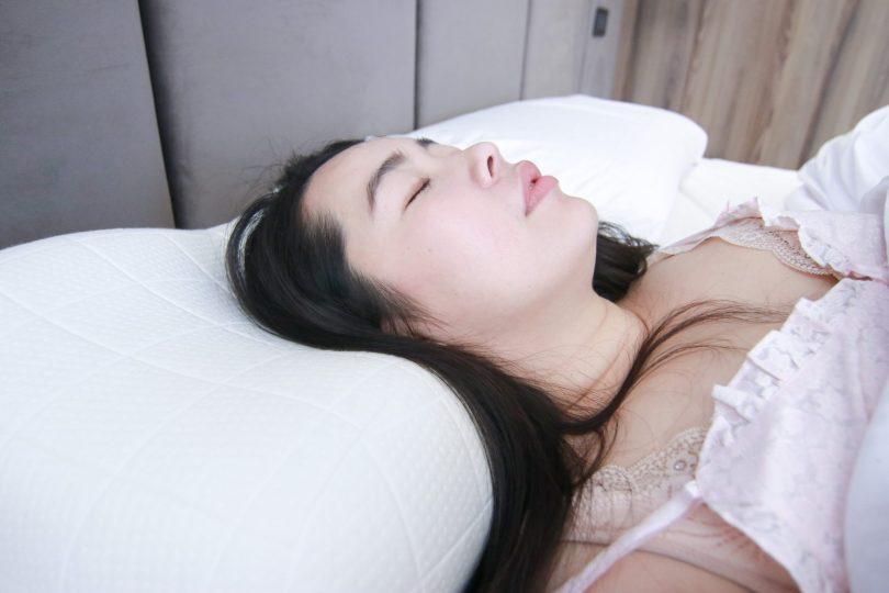 眠豆腐-枕頭-枕頭推薦-記憶枕-乳膠枕-好睡枕頭-落枕-枕頭選擇-記憶棉-乳膠