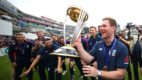 Eoin Morgan with the Cricket World Cup trophy