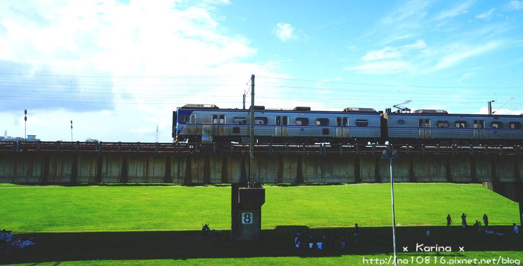 【高雄景點】大樹舊鐵橋濕地公園 ∥* 來天空步道野餐追火車!~