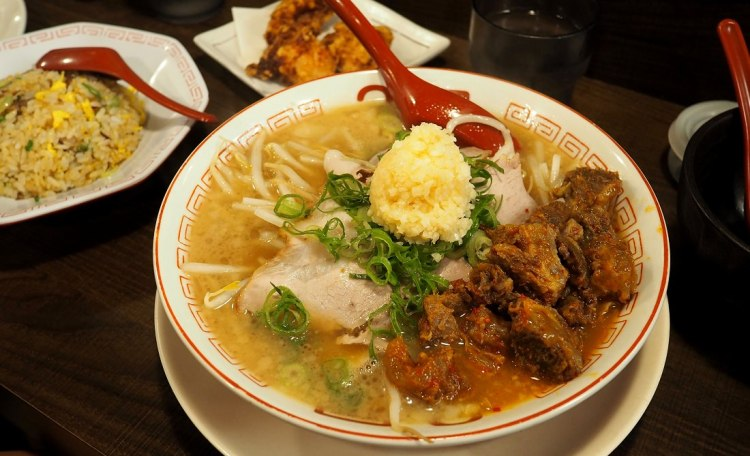 大阪梅田美食 2国拉麵 x 30克拉超濃郁大蒜拉麵與香軟牛筋