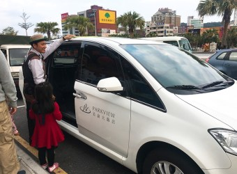 花蓮親子飯店 推薦 美侖大飯店 近三層樓高透明溜滑梯 卡丁車賽車場 超好玩的親子飯店