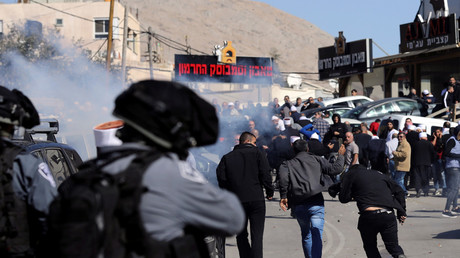 Israeli police fire tear gas at Druze protesters in Majdal Shams © Reuters / Ammar Awad