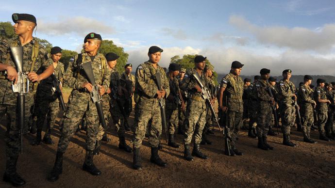 Honduran army soldiers (Reuters/orge Cabrera)
