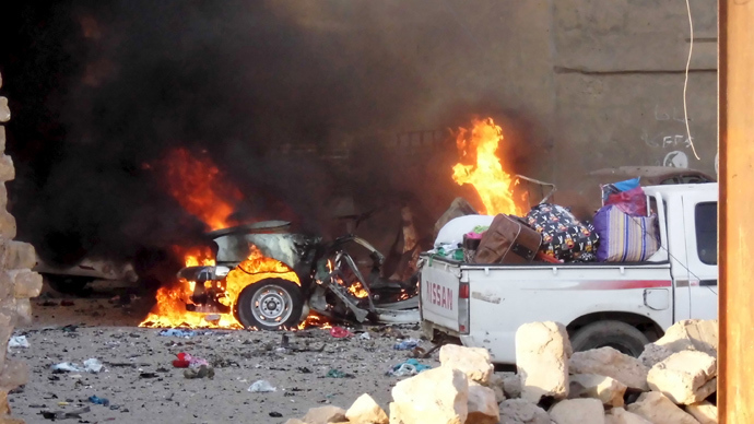 A car is engulfed by flames during clashes in the city of Ramadi, May 16, 2015 (Reuters / Stringer)