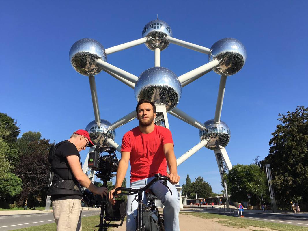 Carlos Alcántara (Ricardo Gómez) viaja de San Genaro a Bruselas en la nueva temporada