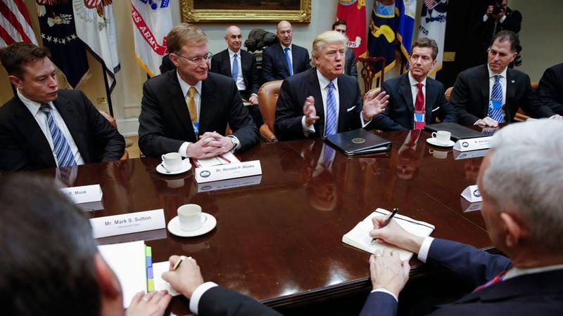 El presidente de EE.UU., Donald Trump, en una reunión con empresarios estadounidenses en la Casa Blanca.