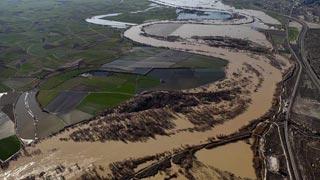 Ver vídeo  'El río Ebro lleva un caudal de casi 2.500 metros cúbicos por segundo'