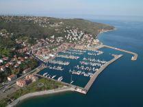 Zahteva po odstranitvi odpadkov iz marine v Miljah