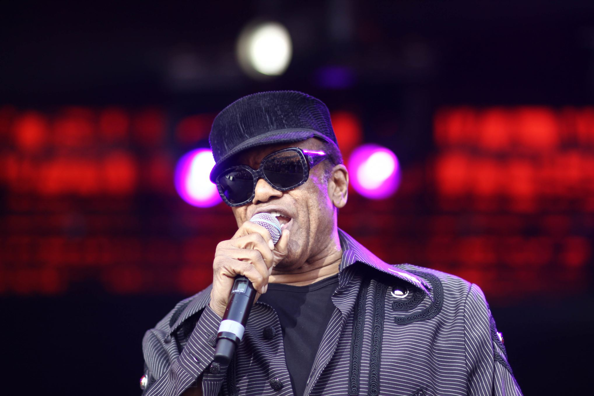 Suffering from numerous health issues like prostate cancer, colon cancer, pneumonia, and Alzheimer's disease, the singer of hits like Lookin' For a Love and If You Think You're Lonely Now died at the age of 70.