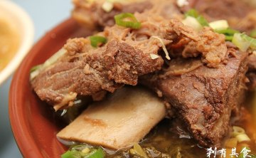 [台中] CP值高 隔壁阿姨也很愛吃的 老王的店 東北酸菜白肉麵